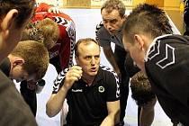 Trenér Jozef Hanták a jeho svěřenci jdou do finálového boje.