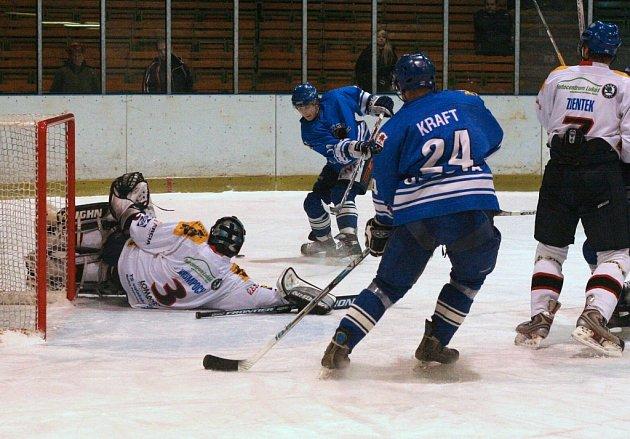 Hokejisté Orlové sice zvládli poslední zápas ve druhé lize, ale jásat moc nemohou. Po letech nebudou figurovat ve vyřazovacích bojích.