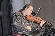 Muzikant Jiří Erlebach v KD Petra Bezruče.