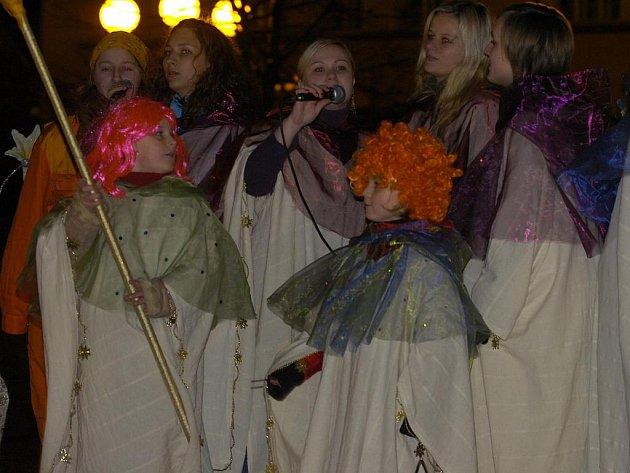 Na náměstí v Českém Těšíně se o Štědrém večeru hrálo divadlo o narození Ježíše v Betlémě
