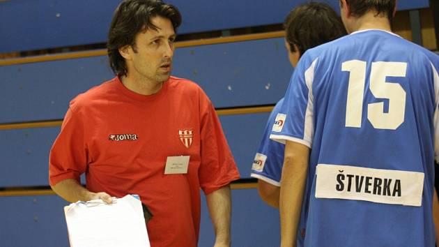 Futsalový trenér Patrik Mičkal sezonu na lavičce Mikesky Ostrava nezahájí. Ve velkém fotbale si zlomil nohu a je upoután na lůžko.
