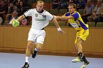 Jozef Hanták mladší (vlevo) byl v neděli nejlepším střelcem svého týmu v souboji s Prahou. Dal sedm gólů a táhl Karvinou za důležitým vítězstvím.