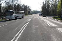 Místo vážné nehody motocyklu a autobusu