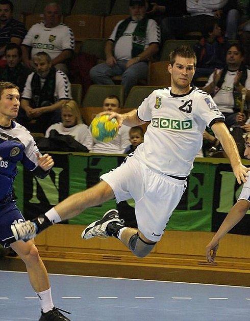 Michal Mrózek a jeho kolegové zdolali v semifinále domácího poháru Plzeň 36:27.