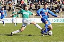 Karviná (zelené dresy) porazila v dohrávce II. ligy Ústí nad Labem.