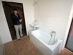 Už zanedlouho se v nově zrekonstruovaných bytech zabydlí nový nájemníci.