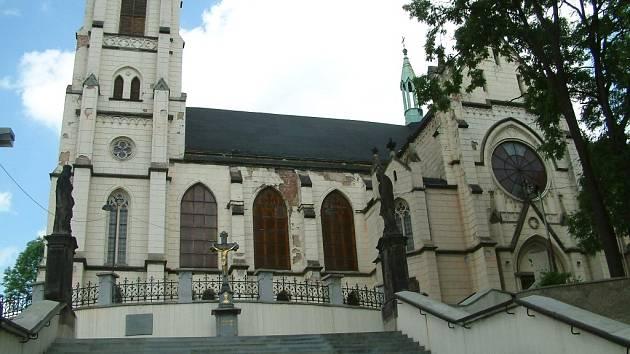 Oprava orlovského katolického kostela začne už za pár dní. Přispěli na ni také věřící.