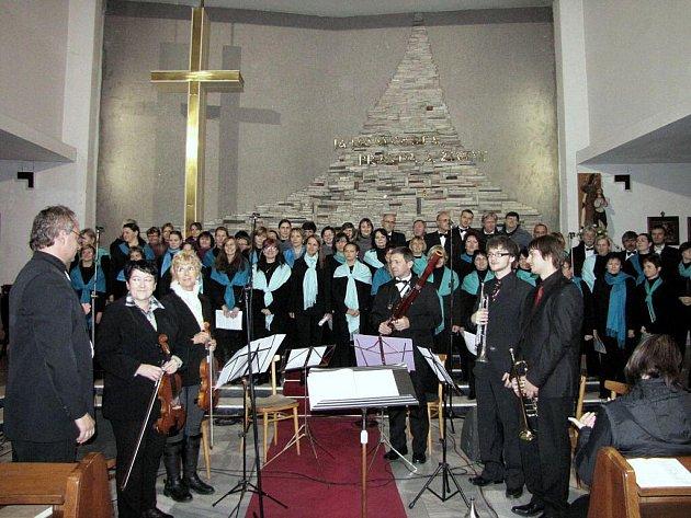 Tradiční podzimní koncert duchovní hudby před blížícími se svátky vánočními zcela zaplnil v sobotu havířovský kostel sv. Anny.
