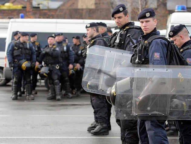 V poslední době odešlo od policie hodně lidí kvůli nízkým platům, policie proto hledá nové lidi.