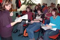 Čtyřiapadesát pracovnic oddělení dětských knihoven z Ostravska i Olomoucka se ve středu sešlo na pracovním setkání a výměně zkušeností v Orlové.