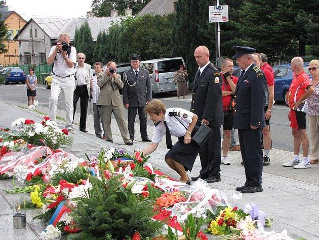 Pietní akt u památníku v Havířově-Životicích