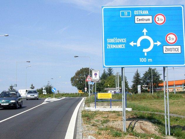 Dopravní značení by mělo být doplněno o další zákaz pro nákladní vozy, a to ve směru na Žermanice přes Záguří.