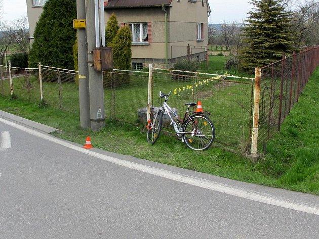 Místo kolize automobilu s cyklistkou
