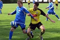 Divizní fotbalisté Orlové (v modrém) hráli v Jakubčovicích bez branek.