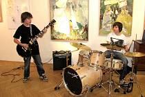 Program zpestřili mladí hudebníci Martin Dufek (kytara) a Martin Habrovanský (bicí).