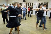 Taneční pro dospělé. Oblíbená zábava pro dlouhé podzimní a zimní večery.