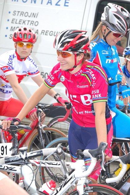 Marianne Vos z Nizozemska se usmívá. Jako by před startem úvodní etapy tušila, jak slibně si letošní Gracii rozjede.