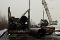 Odstraňování následků havárie kamionu