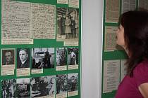 Výstava u výročí Roku Gustawa Morcinka probíhá až do konce září v polské pobočce knihovny Regionální knihovny v Karviné.