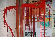 Barvou potřísněný Kulturní dům Petra Bezruče