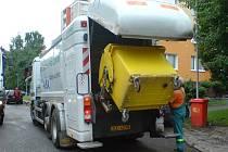 Speciální automobil pro mytí kontejnerů
