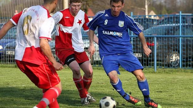 Divizní zápas Petrovice (v modrém) - Orlová skončil nerozhodně.