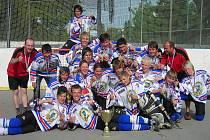 Hokejbaloví mistři republiky v kategorii starších žáků - hráči Inteva Karviná.