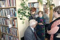 V Šenově opět funguje městská knihovna.