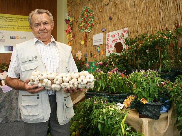 Vladimír Lukosz z Horní Suché, jeho základní organizace ČSZ tam vystavuje především okrasné papričky.