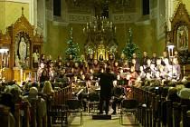 Ve stonavském katolickém kostele zazněla v pátek večer Rybova Česká mše vánoční, kterou přednesl Sbor přátel zpěvu doprovázený Janáčkovým komorním orchestrem z Ostravy.