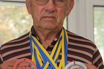Veterán Zdeněk Benek získal na mistrovství Evropy ve Slovinsku a na evropských hrách veteránů ve Švédsku sedm cenných kovů.
