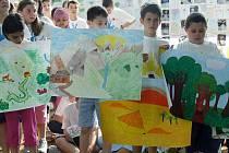 Žákům z Horní Suché se mezinárodní projekt zamlouvá a snaží se do něj aktivně zapojit.