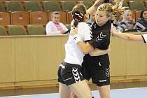 Olga Klosová (v černém) je pravidelně nejlepší střelkyní Karviné. V soutěži už dala 122 branek!