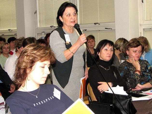 Účastníci konference v jejím průběhu živě debatovali a kladli otázky pozvaným odborníkům.