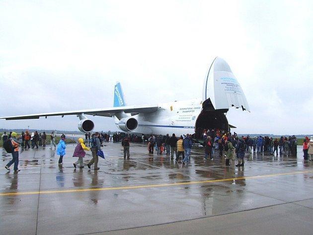 Ruslan na Dnech NATO 2008 v Mošnově, zájem o letoun byl obrovský