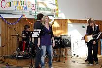 Vyhlášení výsledků grantového řízení provázela na gymnáziu v Orlové celoškolní zábavná show.