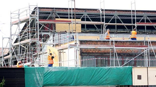 Práce na opravě Městské sportovní haly
