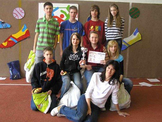 Vítězný tým s Šárkou Kašpárkovou.
