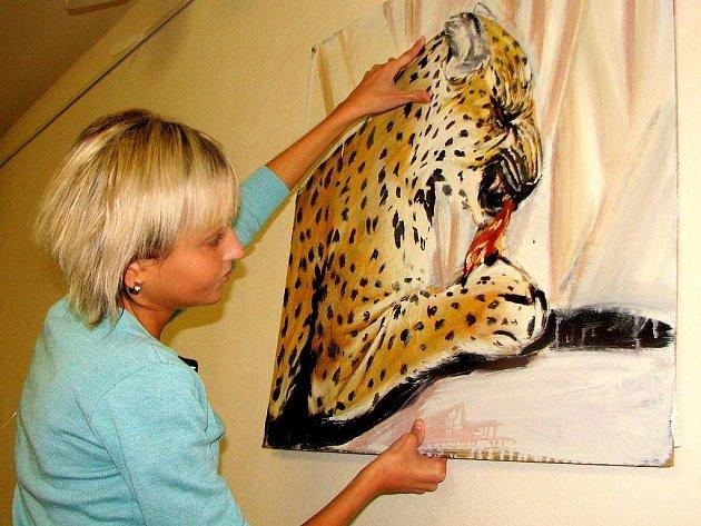 Příprava výstavy Terezy Dolanské