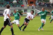 Karvinští fotbalisté (v zeleném) porazili doma Hradec Králové 2:1 a udrželi jarní neporazitelnost na domácím trávníku.