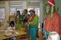 Herci v průběhu divadelního festivalu navštívili děti v havířovské nemocnici