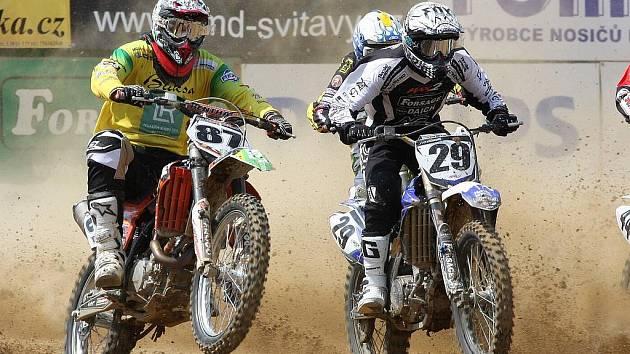 Druhý podnik motokrosového šampionátu v Petrovicích vidělo 1600 diváků. A bylo se na co koukat.