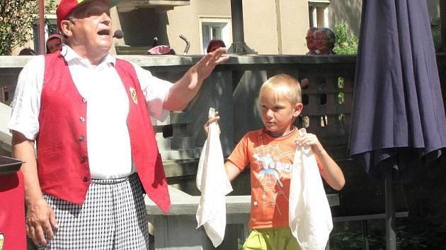 Kouzelník veselý Jirka předvedl své umění v pořadu s názvem Barvy, tvary, triky.
