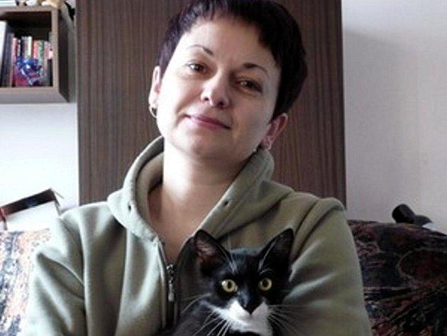 Kočičí máma z Bohumína - paní Miroslava Kocurová.