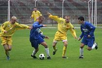 Orlovští fotbalisté se proti Brumovu toužebné výhry nedočkali.