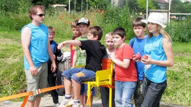 Děti si vyzkoušely disciplíny postižených sportovců