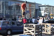 Bikeři předvádějí mnohdy až neuvěřitelné kousky.
