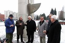 U Brány s kyvadlem a pramenem včera vedení města slavnostně spustilo pohyb kyvadla.