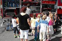 Děti se při setkání se složkami Integrovaného záchranného systému seznámily i technikou a pomůckami, které se používají při různých zásazích.