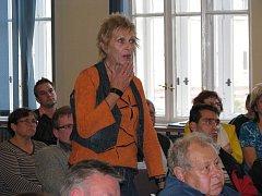 Zástupci radnice, Povodí Odry a veřejnosti zasedli v Bohumíně ke společné diskuzi k protipovodňovým opatřením ve městě.
